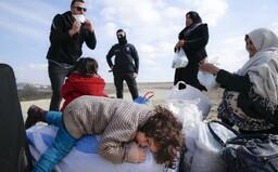 Na hraniciach Grécka s Tureckom čakajú tisíce utečencov. Turecký prezident Erdogan im už nebráni v postupe
