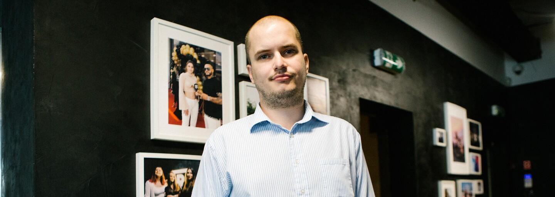 Na Instagrame má 30-tisíc sledovateľov, bude prvým slovenským novinárom na voľnej nohe. Adam Valček odchádza z redakcie (Rozhovor)