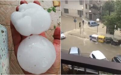 Na jadranskom pobreží padali krúpy veľké ako pomaranče, v Grécku búrku neprežili šiesti turisti vrátane dvoch Čechov