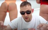 Na karlovarském festivalu ti čeští rapeři poví svou RapStory. V dokumentu s nevydanými záběry účinkují Yzomandias nebo Hugo Toxxx