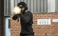 Na lákavých obrázkoch z akčného thrilleru American Assassin proti sebe stoja Michael Keaton, Taylor Kitsch a Dylan O'Brien