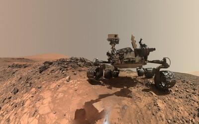 Na Marsu našli vědci jezero plné kapalné vody. Ukrývá se pod povrchem