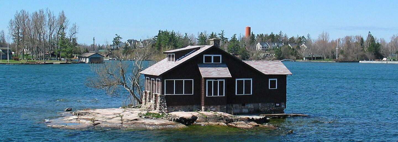 Na najmenší ostrov na svete sa zmestil len dom a strom. Ten, kto si nedá pozor, môže ľahko skončiť vo vode