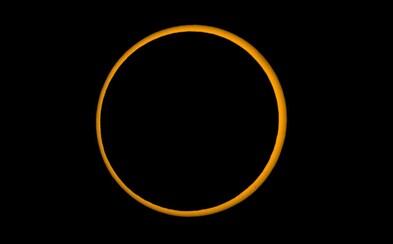 Na nebi sa zjavil ohnivý prsteň. V Ázii mohli ľudia sledovať unikátne kruhové zatmenie Slnka