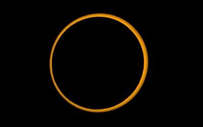 Na nebi se objevil ohnivý prsten. V Asii mohli lidé sledovat unikátní kruhové zatmění Slunce