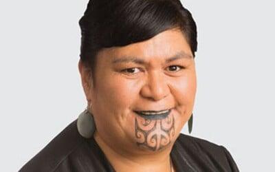 Na Novom Zélande bude diplomacii šéfovať žena s nevšedným tetovaním na tvári. Vo vláde sú aj 3 členovia LGBT hnutia