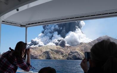 Na Novom Zélande vybuchla sopka, dovolenkári erupciu zachytili na video