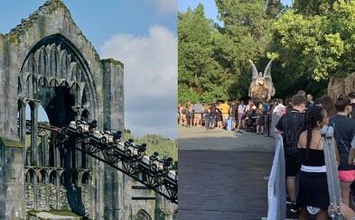 Na novú horskú dráhu Harryho Pottera sa čaká aj 10 hodín. Atrakcia sa budovala až dva roky