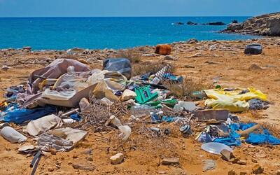 Na opustenom ostrove sa nahromadilo 18 ton odpadu, denne na ňom pribudnú tisícky kúskov plastu