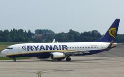 Na palubu Ryanairu si už zadarmo malý kufor nezoberieš. Letecká spoločnosť mení prepravné podmienky
