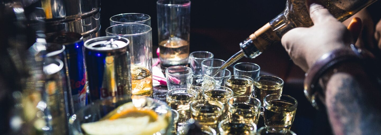 """Na párty sa vypilo toľko alkoholu, že """"nafúkal"""" ešte aj vzduch v dome.  Pred privolanými policajtmi chceli študenti vyskočiť von oknom"""