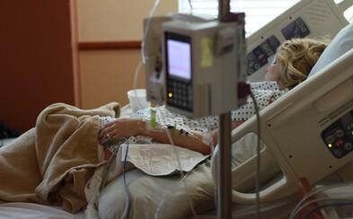 Na pľúcnu ventiláciu musíme pripájať mladých ľudí, ktorí boli pred koronavírusom úplne zdraví, strachujú sa teraz v Maďarsku