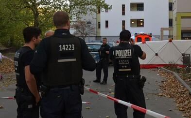 Na policajtov vytiahol 70-centimetrovú čepeľ, tí sa bránili streľbou. Útočník v nemocnici zomrel