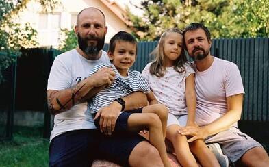 Na Pride chodíme aj s deťmi, naša rodina je možno iná, ale riešime rovnaké problémy ako bežné páry (Rozhovor)