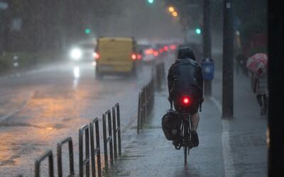 Na severe Slovenska hrozia povodne. S letným počasím sa rozlúč, meteorológovia vydali výstrahy pred dažďom