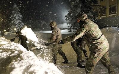 Na severe Slovenska zasahovala armáda. Mimoriadna situácia bola kvôli snehovej kalamite vyhlásená v 46 obciach