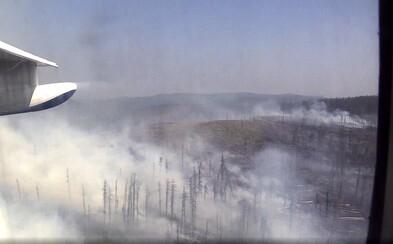 Na Sibiři stále hoří obrovská část lesů, za posledních 24 hodin se však podařilo uhasit téměř 100 požárů