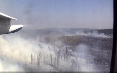 Na Sibíri stále horí obrovská časť lesov, za posledných 24 hodín sa však podarilo uhasiť takmer 100 požiarov