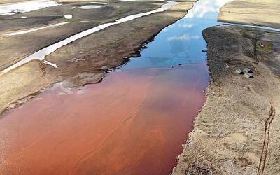 Na Sibiři vyteklo do řek 21 tisíc tun benzínu. Putin vyhlásil stav nouze
