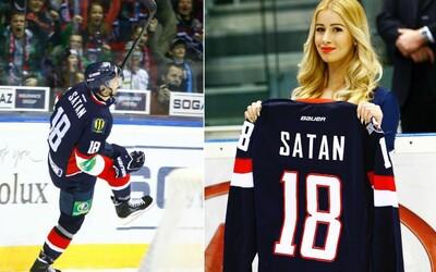 Na Slovane si uctili legendárneho Mira Šatana. Pod stropom zimného štadióna bude najnovšie visieť už aj jeho vlajka