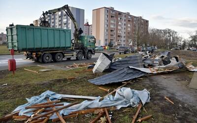 Na Slovensku aj dnes vyčíňa silný vietor. Strhával strechy a zablokoval Donovaly