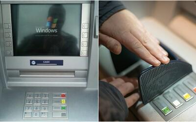 Na Slovensku budeš môcť vyberať peniaze z bankomatu bezkontaktne, inováciu chystajú viaceré banky