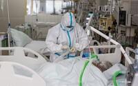 Na Slovensku kolabujú nemocnice, vláda chce zabezpečiť zdravotníkov zo zahraničia