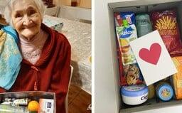 Na Slovensku sú seniori, ktorí tento rok nečakajú žiadne vianočné darčeky, pretože sú osamelí. Krabicu plnú lásky im môžeš dať ty
