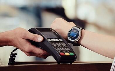Na Slovensku už môžeš platiť aj hodinkami. Kreditku a hotovosť nechaj doma, väčšina Slovákov ju aj tak nepoužíva