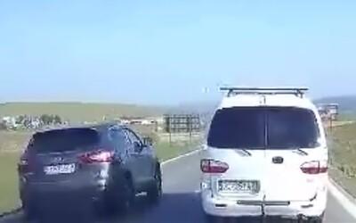 Na slovenských cestách to občas vyzerá ako na divokom západe. Aj pokračovanie policajnej kompilácie zachytáva nepríjemné situácie