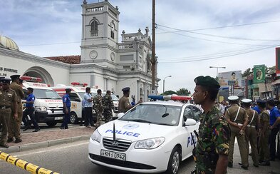 Na Srí Lance došlo k výbuchu několika kostelů a hotelů. O život přišly desítky lidí