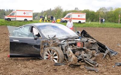 Na svete je prvá smrteľná nehoda autonómneho riadenia. Smrť vodiča má na krku Tesla Model S