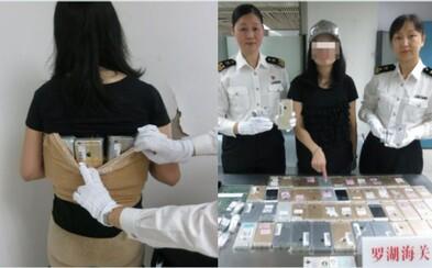 Na svém těle chtěla do Číny propašovat 102 iPhonů. Ženu celníci zastavili, protože se jim v horkém počasí zdála příliš navlečená