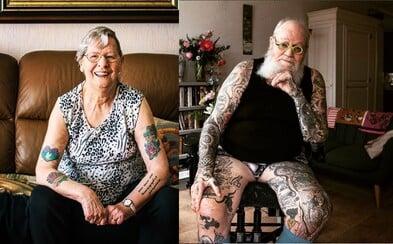 Na tetování nejsi nikdy příliš starý, dokážou ti to i tito důchodci