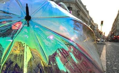 Na trh přichází pestrobarevný deštník, který tě včas upozorní na příchod deště nebo na fakt, že sis ho zapomněl doma
