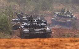 Na ukrajinských hraniciach je vyše 25 000 ruských vojakov. Krehký mier sa môže ľahko zmeniť na ďalší konflikt