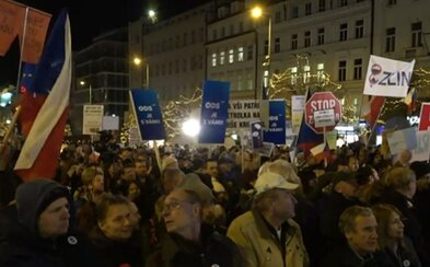 Na Václavském náměstí proti Andreji Babišovi demonstruje zhruba 80 000 lidí