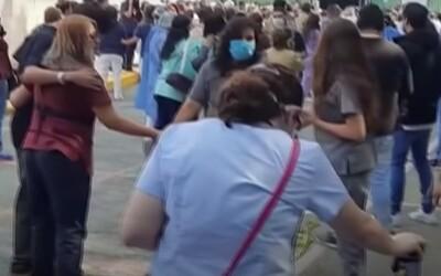 Na videu z mexického zemětřesení se hýbe zem. Otřesy půdy způsobily smrt nejméně 5 lidí