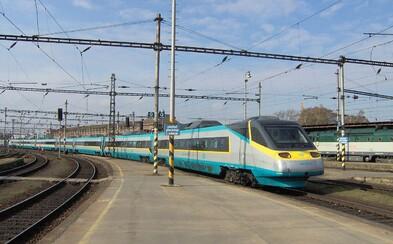 Na všech českých nádražích zrušili tradiční znělky, nahradí je gong. Nepomohla ani petice podepsaná tisíci lidmi