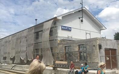 Na železničnej stanici v Martine odmontovali radiátory preto, aby ich nik neukradol. Cestujúci tak čakajú v zime