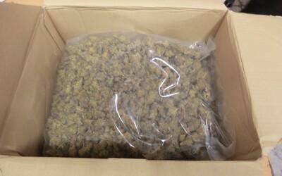 """Na žilinskej pošte našli balík s vyše 500 gramami marihuany. Údajne šlo o """"darček"""" pre človeka z Párnice"""
