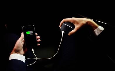 Nabíjaj si smartfón pomocou vlastných rúk. 19-ročný vynálezca premieňa svoj výnimočný projekt HandEnergy na skutočnosť