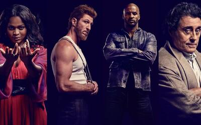 Nachádza sa mystický seriál American Gods v ohrození? Od projektu odstupuje dvojica jeho hlavných showrunnerov