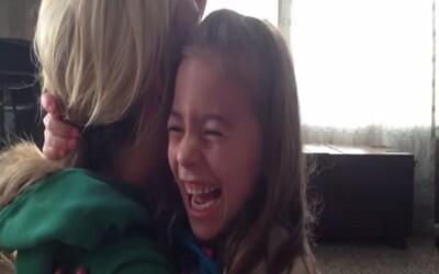 Nádherná reakcia dievčatka, ktoré sa dozvie, že bude mať súrodenca