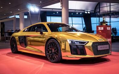 Nádherné 610-koňové Audi R8 v zlatej fólii ako odkaz na víťazstvo v čitateľskej ankete Zlatý volant