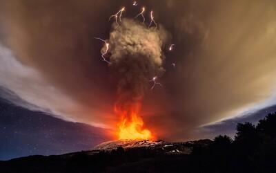 Nádherné prírodné divadlo. Najvyššia sopka Európy Etna po dvoch rokoch opäť vybuchla