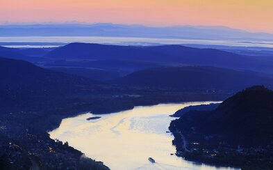 Nádherný fotografický úlovok Slovákov z Maďarska: Tatry a Dunaj na jednej snímke ako dve krásy susedných štátov