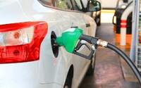 Naftu natankuješ za menej ako 1 euro, ale o takom lacnom benzíne môžeš len snívať. Slováci aj tak tankujú drahšie ako susedia