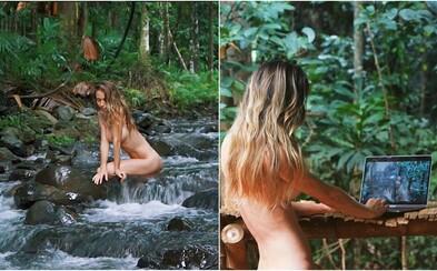 Nahá blogerka se vzdala tradičního způsobu života. Žije v džungli a ušetřila už tisíce korun