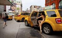 Nahá v New Yorku: Fotografka Erica Simone shodila oblečení za účelem vytvoření knihy plné autoportrétů
